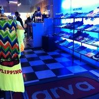 รูปภาพถ่ายที่ Larva clothing โดย Paloma R. เมื่อ 7/22/2012