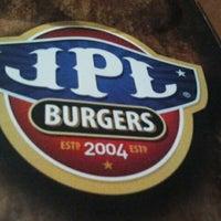Das Foto wurde bei JPL Burgers von Alexandre G. am 9/10/2011 aufgenommen