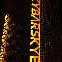 Снимок сделан в Skybar пользователем Adnan G. 5/19/2012