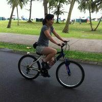 5/27/2012 tarihinde Fizzycitrusziyaretçi tarafından East Coast Park Jogging Track'de çekilen fotoğraf