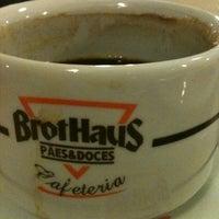 Foto tirada no(a) Brothaus Pães & Doces por Andreia em 4/10/2012