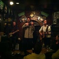 Das Foto wurde bei Hurley's Irish Pub von Bones am 3/11/2012 aufgenommen