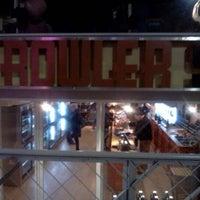 Foto diambil di Growler Station oleh Tanya P. pada 1/21/2012