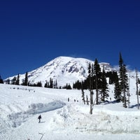 Foto tirada no(a) Mount Rainier National Park por Jessica J. em 4/22/2012