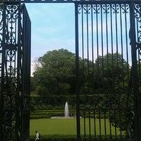 Foto tomada en Conservatory Garden por Roger W. el 6/19/2012