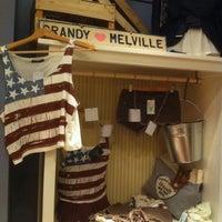 Photo prise au Brandy & Melville par Mikhail K. le8/7/2012