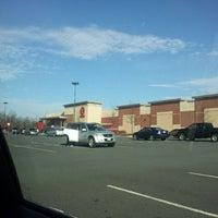Foto tirada no(a) Target por Casey G. em 1/28/2012