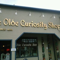Foto scattata a Ye Olde Curiosity Shop da Margot W. il 8/6/2012