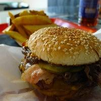 Das Foto wurde bei Black Cab Burger von Szecsa am 11/23/2011 aufgenommen