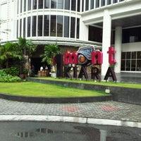 รูปภาพถ่ายที่ 1 Mont Kiara Mall โดย chean hou c. เมื่อ 10/21/2011