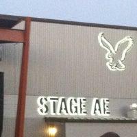 รูปภาพถ่ายที่ Stage AE โดย Alex B. เมื่อ 8/30/2012