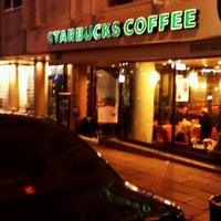 12/9/2011 tarihinde Erdem K.ziyaretçi tarafından Starbucks'de çekilen fotoğraf