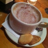 Photo prise au Empire Cafe par Nick C. le11/6/2011