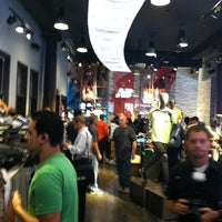 Foto tirada no(a) New Balance NYC Flagship Store por Mike S. em 8/11/2011