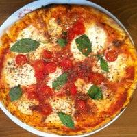 Foto scattata a Miss Pizza da Burcu B. il 5/15/2012