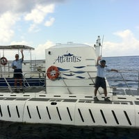 Foto tomada en Atlantis Submarine por Traveltimes.com.mx ✈ S. el 9/15/2011