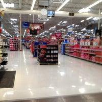 รูปภาพถ่ายที่ Walmart Supercenter โดย Angela B. เมื่อ 2/11/2012
