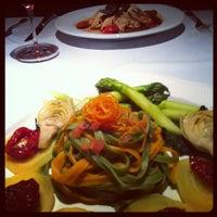 Foto tirada no(a) Refectory Restaurant and Bistro por Connie H. em 6/16/2012
