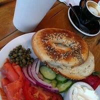 Das Foto wurde bei Street 14 Cafe von Amber F. am 7/30/2012 aufgenommen