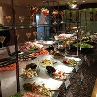 6/30/2012 tarihinde Pornpimol C.ziyaretçi tarafından Royal Orchid Sheraton Hotel & Towers'de çekilen fotoğraf
