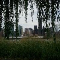 8/19/2012 tarihinde HyeMi J.ziyaretçi tarafından Gantry Plaza State Park'de çekilen fotoğraf