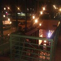 Снимок сделан в Wellman's Pub & Rooftop пользователем John B. 3/17/2012