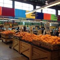 Foto scattata a Central Market da Chris M. il 4/29/2012
