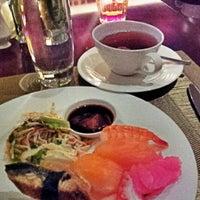 Foto tirada no(a) The Café -  Hotel Mulia Senayan, Jakarta por Inge A. em 8/9/2012