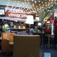 Снимок сделан в Центральная кофейня пользователем Baris C. 5/28/2012