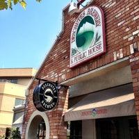 Das Foto wurde bei Deschutes Brewery Bend Public House von aaron h. am 8/27/2012 aufgenommen