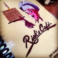Снимок сделан в Rick's Cafe пользователем Ashley E. 9/7/2012