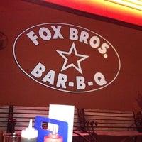 รูปภาพถ่ายที่ Fox Bros. Bar-B-Q โดย Michelle A. เมื่อ 6/5/2012