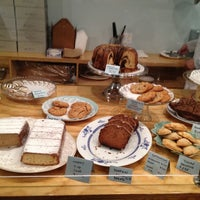 Foto tomada en Semi Sweet Bakery por Francisco G. el 12/17/2011