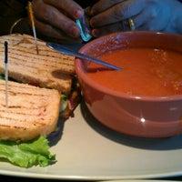 รูปภาพถ่ายที่ Panera Bread โดย Vivek เมื่อ 5/25/2012