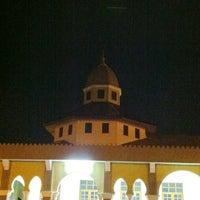 Foto scattata a Masjid Jamek Haji Mat Saman da Que I. il 7/20/2012