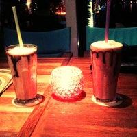 รูปภาพถ่ายที่ Shaka Restaurant Bar & Cafe โดย Tuğçe K. เมื่อ 7/13/2012