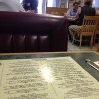 รูปภาพถ่ายที่ Weiss Deli and Bakery โดย John P. เมื่อ 4/9/2012