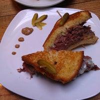 Foto tomada en Muddy Waters Bar & Eatery por phony01 el 1/31/2012