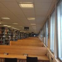 Foto diambil di University of Warwick Library oleh ErJan A. pada 6/14/2012