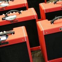 Foto scattata a Cosmo Music - The Musical Instrument Superstore! da Christopher B. il 1/30/2012