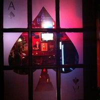 Das Foto wurde bei Ace's Bar von kandi c. am 7/3/2011 aufgenommen