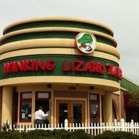 Foto diambil di Winking Lizard Tavern oleh Karen P. pada 4/15/2011
