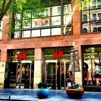 Foto scattata a H&M da Kraig H. il 6/24/2012