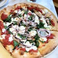 Das Foto wurde bei Pizzeria Paradiso von Zo D. am 11/1/2011 aufgenommen