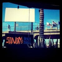 Das Foto wurde bei Sandy's von Cristina S. am 8/16/2011 aufgenommen