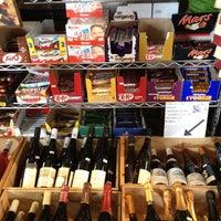 Das Foto wurde bei Larchmont Village Wine & Cheese von Christina P. am 11/19/2011 aufgenommen