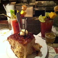 Foto scattata a Ike's Food & Cocktails da Rachel S. il 9/3/2011