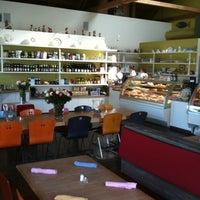 รูปภาพถ่ายที่ Gaumenkitzel Restaurant โดย Kenneth P. เมื่อ 4/7/2012