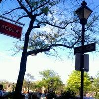 Foto tomada en Tapas Adela por Donna B. el 4/17/2012
