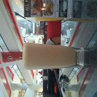 11/1/2011 tarihinde Kamini D.ziyaretçi tarafından Dessert's Bar'de çekilen fotoğraf